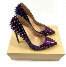 Vestidos de tacón de colores online-Marca multi color tacones zapatos punta estrecha bombas de las mujeres remaches tachonado para el vestido de fiesta de boda Stiletto tacones altos zapatos + caja