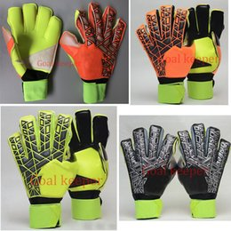 Wholesale College Body - 2018 New Professional Goalkeeper Gloves Football Soccer Gloves with Finger protection emulsion Latex Goal Keeper Gloves Send Gifts To Prote
