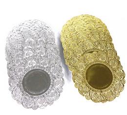 2019 runde spitzen-tischsets 4.5inch runde Goldkuchen-Papierdeckchen prägten Spitzepapier-Tischsetgeschenk-dekorative Ausrüstung 200pcs / lot freies Verschiffen günstig runde spitzen-tischsets