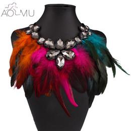 Collar de color pavo real online-Venta enteraAOMU 2017 Nueva Moda Collar 6 Colores Mujeres Gran Cristal Colorido Glam Peacock Feather Collares Declaración para las mujeres