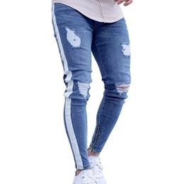 Moda de jeans rotos online-2018 Nueva moda Agujero de la rodilla Cremallera lateral Pantalones vaqueros desgastados delgados Los hombres se rasgaron Rompió Streetwear Hiphop para hombres Pantalones de rayas delgados