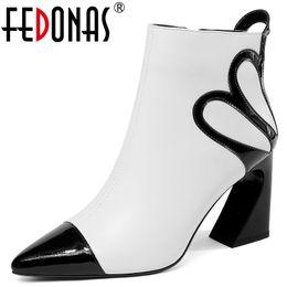 оптовые сексуальные черные белые женщины ботильоны натуральная кожа странные высокие каблуки молнии офис насосы дамы Осень Зима обувь cheap winter white shoes pumps от Поставщики зимние белые туфли