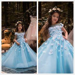 f97eff9a8 2018 New Light Sky Blue Scoop Pescoço Rendas A Linha de Flor Meninas  Vestidos de Tule 3D Floral Frisado vestido de Baile Vestidos de Festa de  Casamento Dos ...