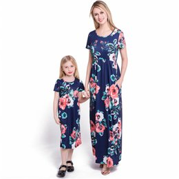 Mãe e filha combinando vestidos Mulheres Floral Impresso Long Sleeve Império Maxi Vestido com Bolso de