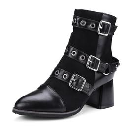 Breite stil schuhe online-Street Punk Style Breiter Schnalle Schwarz Wildleder Damen 60 mm Chunky Heels Stiefeletten Damen Schuhe