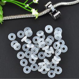 europäische kautschukperlen Rabatt Freies Verschiffen 20 stücke Weiß Gummi Clip Charms Sicherheits Stopper Perle Passt Europäischen Stil Charme Armbänder Halsketten