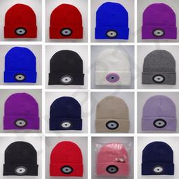 Американская атлетика онлайн-Модные американские и европейские фары шапка шапка аккумуляторная лампа шляпа езда вязаная шапка красные и синие огни мигающие шляпы T7C070