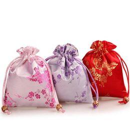 fiori di festa Sconti Plum Blossom Flower Design Satin Brocade Sacchetti di caramelle regalo festa di nozze sacchetto di cerimonia nuziale con coulisse borse gioielli ZA6402