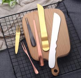 Set de cuchillos tenedor de frutas online-Juego de cubiertos de cocina multiusos Herramienta de hornear cuchillo de la torta de la torta de la torta de la torta de la fruta del acero de Satinless 4 colores = 1 juego de mesa