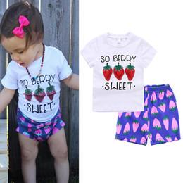 Roupas roxas para crianças on-line-2018 Conjuntos de Roupas Meninas Do Bebê Letras de Morango Impresso T-shirts + Shorts Roxo 2 Pcs Set Menina Verão Casual Set Crianças roupas