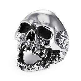 Gli ornamenti degli uomini online-Stile europeo Punk Skull Ring Ornaments Classic Stainless Steel Ghost Head Anelli Gioielli moda uomo Vendita calda 11jm Ww