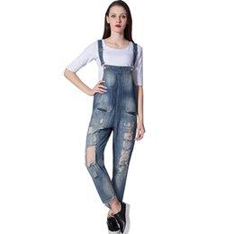 Frauen jeans lätzchen hosen online-MORUANCLE Damenmode Ripped Denim Bib Overalls Baggy Distressed Jeans Jumpsuits für die Dame Washed Loose Fit Hosenträger Hosen