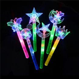 Luz da estrela da borboleta on-line-Vara Flash Wand Light Vara Luminosa Toy 1 pcs Engraçado Novidade Light-Up LED Luz Piscando Cartoon Lua Borboleta Estrelas Brinquedos