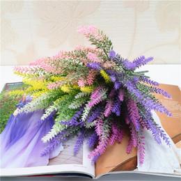 Künstlicher lavendel plastik online-Simulation Künstliche Lavendel Blume Romantische Partydekorationen High Imitation Home Fashion Gefälschte Kunststoff Blumen Für Garten 1 8lt UU