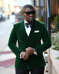 Tuono di velluto verde del groom online-Costume Homme 2018 Gentleman Suit Uomo Custom Made Terno Slim Fit doppio petto Blazer verde Wedding Groom Tuxedo Mens Velluto Prom Suit