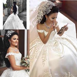 Kleider verkappte schultern online-New Arabisch Dubai Sexy Off-Shoulder Ballkleid Brautkleider Spitze Appliques Capped Ärmel Kathedrale Zug Plus Size Brautkleider