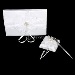2019 puesto de libro blanco White Lace Bow Diamante Embellished Wedding Guest Book Pluma y soporte Set puesto de libro blanco baratos