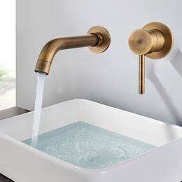 Grifo moderno de la pared online-Grifo mezclador de lavabo de pared de latón moderno Grifo del lavabo del baño Caño giratorio Grifo de baño Sola palanca Blanco Fregadero del lavabo Mezclador Grúa