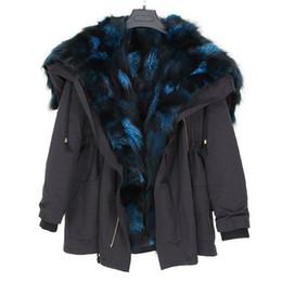 Abrigo de cuello de piel de zorro azul online-Plateado azul piel de zorro Umbral recortar mujeres abrigos para la nieve forro de piel de zorro plateado Alas de Ángel media larga parkas