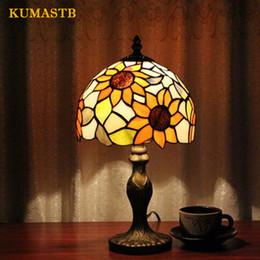 2019 glasfenster schreibtisch lampen Europäische Tischlampe Luxus American Study Vintage Schreibtischlampe Schlafzimmer Nachttischlampe Glasmalerei Lampenschirm Sonnenblumen Tabelle günstig glasfenster schreibtisch lampen