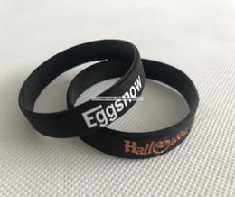 logo en caoutchouc personnalisé Promotion Logo blanc blanc de promotion de silicone de promotion de logo blanc large de bracelets noirs 12MM de bracelet en caoutchouc de silicone d'impression