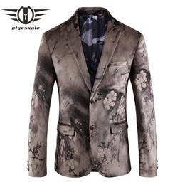 Plyesxale Mens Floral Blazer Slim Fit Mens Samt Blazer Elegante Blumendruck  Blazer Männer Marke Prom Wear Stage Jacke Q156 b7c21531fe