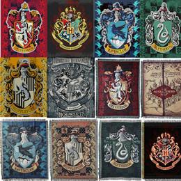 decorações hippie Desconto 116 * 150 cm Harry Potter Tapeçaria Grifinória Sitlin Ravenkelau Bandeira Hogwarts Slytherin Hufflerpuff Faculdade Bandeira Tapete de Decoração Para Casa 1 PCS