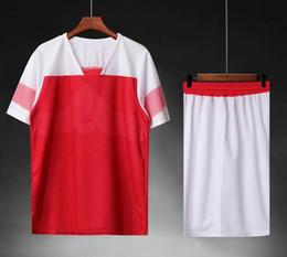2019 blanco ropa deportiva 18 19 Jersey de fútbol en blanco, pantalones cortos, camisetas de los hombres Uniforme de fútbol Traje de entrenamiento de fútbol Ropa deportiva personalizada Personalizado Blanco Rosas rojas jersey blanco ropa deportiva baratos
