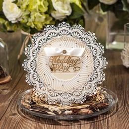 Peças de convites de casamento on-line-(10 peças / lote) Royal Wedding Invitation Design de Corte A Laser de Forma Redonda Champagne Cartão Do Convite Do Casamento Com Envelope CW5077