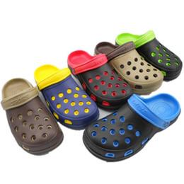 sandali da bagno Sconti All'ingrosso-Uomini scarpe estive nuove scarpe dal fondo pesante foro traspirante maschile sandali esterni casuali sandali moda bagno pantofole