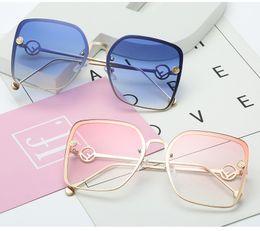 New Elegant Ladies Square Óculos De Sol Das Mulheres Designer De Marca Itália F ashion Squae Óculos de Sol Feminino Gradiente Eyewear Shades cheap sunglasses brands italy de Fornecedores de óculos de sol marcas italia