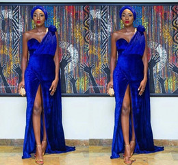 909ca73e2 Azul real 2018 Elegante un hombro terciopelo sirena Nigeria vestidos de  noche flor hecha a mano sexy frente partido árabe formal vestido de fiesta  ...