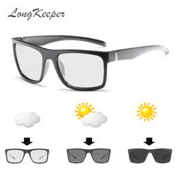 Gafas de visión nocturna online-LongKeeper 2018 Square Photochromic Sunglasses Men Polarized Driving Gafas de sol de seguridad de visión nocturna Gafas UV400 1820