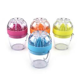 Copos de plástico laranja on-line-Mini Espremedor de Mão Manual Citrus Juicer Cup Laranja Espremedor De Plástico Imprensa De Limão Frutas Legumes Ferramentas SN1530