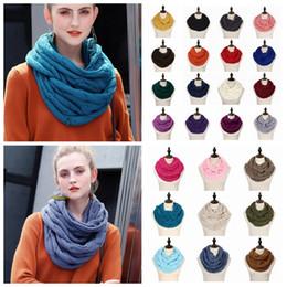sciarpa a maglia di lana Sconti Sciarpa ad anello con motivo a cerchio in  maglia con e7b928d90886