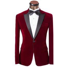 Smokings de velours en Ligne-Personnaliser Pink Smooth Red Velvet Hommes de Mariage Marié Garçons Garçons Blazer Excellent Hommes Business Party Costume De Bal (Veste + Pantalon + Noeud) 262