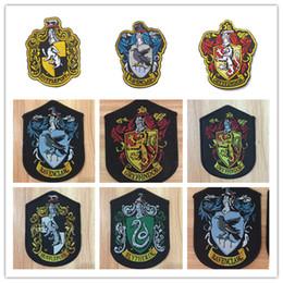 Insignias de la escuela de bordado de Harry Potter Cuatro College Cryffindor Película de dibujos animados TV Fiesta de disfraces Fiesta Gorra de béisbol Parches Costura 10 * 7.2 cm desde fabricantes