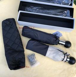 Scatole regalo pieghevoli online-Modello classico di lusso all'ingrosso Camellia Flower logo Ombrello 3 volte ombrello di lusso (confezione regalo + borsa a catena) oggetto della collezione di moda