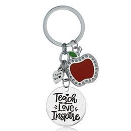 2019 школьные яблоки 12 Pc/Lot Appreciation Gift For Teachers Teach Love Inspire Heart Apple Charm Keychain Key Ring School Party Teachers Keyring дешево школьные яблоки
