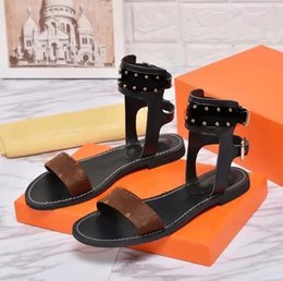 Wholesale popular flat sandals - 2018 Popular Summer Luxury Ladies Canvas gladiator style flats shoes black golden studs women's nomad sandal Party Sexy Fashion Ladies Shoes