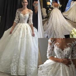 2019 fiori cappella Abiti da sposa avorio con maniche corte in tulle con maniche corte e fiori di avorio fiori cappella economici