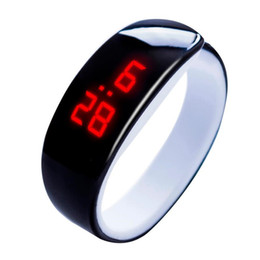 Наручные часы магазин онлайн-Мужчины Женщины часы час timeFashion творческие часы конфеты цвет не указатель часы силиконовые Relogio masculino мужские часы