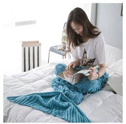 Crochet blu sirena online-Lenta sbiadita Blue Mermaid Throw Coperta Handmade Mermaid Tail Coperta per adulto 2 Size Soft Crochet 1pcs 30