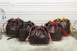 Kreuzstich schultertasche online-Hochwertige Marke Frauen Mode Brief Nähen gebunden Eimer Eimer Handtasche Persönlichkeit Mode Multi-Color Diagonal Cross Bag Umhängetasche