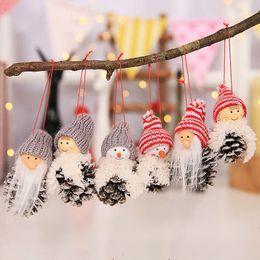 2019 ornamenti di cono di pino 2018 Nuovo Babbo Natale Natale ornamenti appesi pigna regalo di Natale bambola 3 pezzi / set albero ciondolo decorazioni natalizie per la casa ornamenti di cono di pino economici