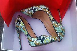 Patrones de zapatos de tacón alto online-2017 nuevo estilo de las mujeres zapatos de tacones altos rojos pintado a mano patrón punta estrecha verde serpentina señora zapatos de boda + bolsa de polvo + caja