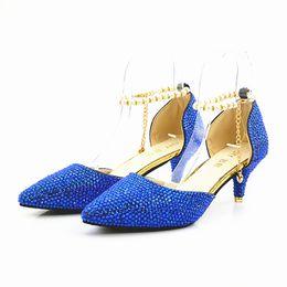 Nueva Fashionl Plata Azul bling bling Cristal Mujeres Bombas de tacón alto Punta estrecha Elegante Señora Zapatos de boda Sexy Lady sandalias Tacones Tallas grandes desde fabricantes