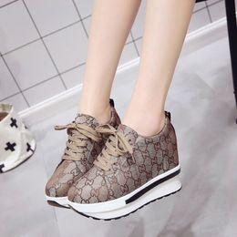 Zapato de correr online-Tacones altos otoño Wedge Sneaker marca zapatillas mujeres Plataforma de aumento de altura zapatos para caminar Zapatillas Deportivas Mujer