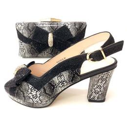 6 Foto Scarpe e borse da donna nere di colore italiano da abbinare a scarpe  da nigeriano e 475014089f7