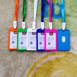 Los titulares de tarjetas de crédito de plástico online-100 unids 10 nombre de color Titulares de la tarjeta de crédito Mujeres Hombres Tarjeta de plástico Tarjeta de la correa del cuello Tarjeta de identificación del autobús titulares de los colores de caramelo insignia de identidad con cordón